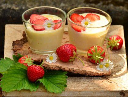 Fresas con Yogur nueces y canela